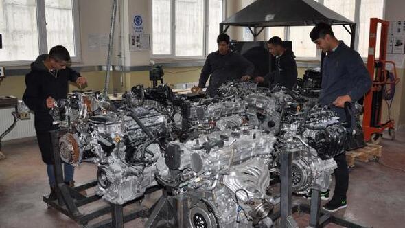 Öğrenciler, araçların tüm bakım ve onarımını yapıyor