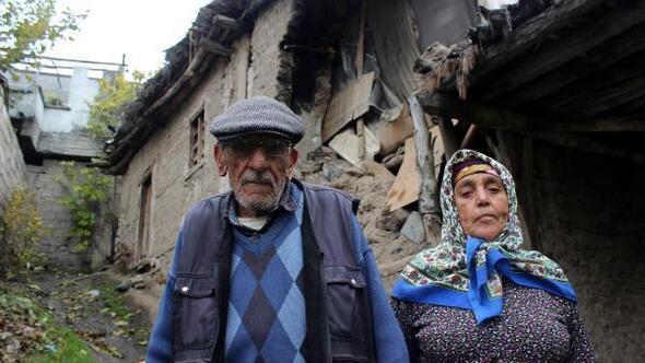 Evleri çöken yaşlı çift, geceyi komşuda geçirdi