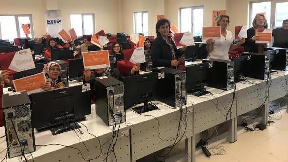 Teknoparkta kadınlar için okuryazarlık eğitimi