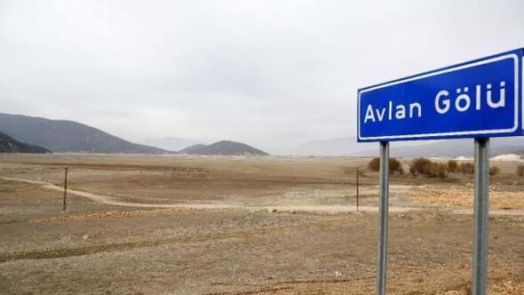 850 hektarlık Avlan Gölü, futbol sahası kadar kaldı