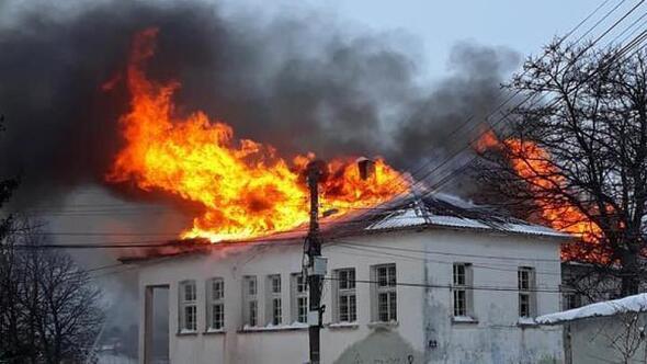 Bulgaristanda eski Türk okulu yandı