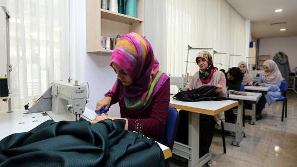 Kendi kıyafetlerini üretiyorlar