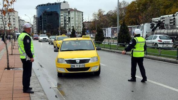 Eskişehirde, yayalara yol vermeyen sürücüler uyarıldı
