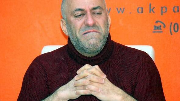 AK Partili ilçe başkanı, görevinden istifa ettiğini gözyaşlarıyla açıkladı