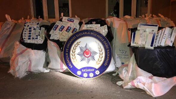 TIRın dorsesinden 5 bin paket kaçak sigara, iç çamaşırından esrar çıktı