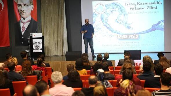 AGÜ'de Kaos – Karmaşıklık- Zihin kontrolü konferansı yapıldı