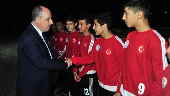 Vali Coşkun, Cevdetiye Sporcu Eğitim Merkezini ziyaret etti