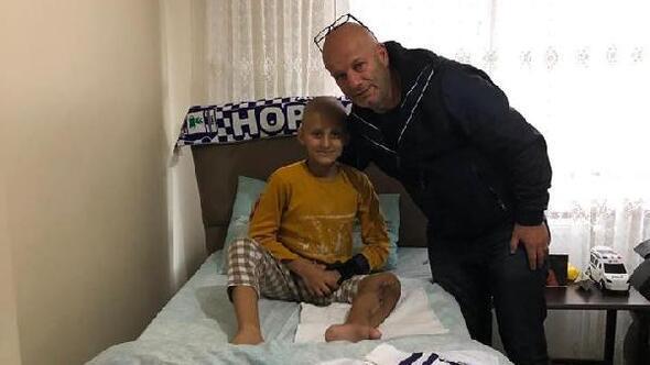Tedavi için Kübaya gidecek Osman Can'a Hopasporlu futbolculardan moral