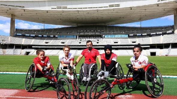 Engelli antrenörün Altın Kızları derecelerini kaptırmıyor
