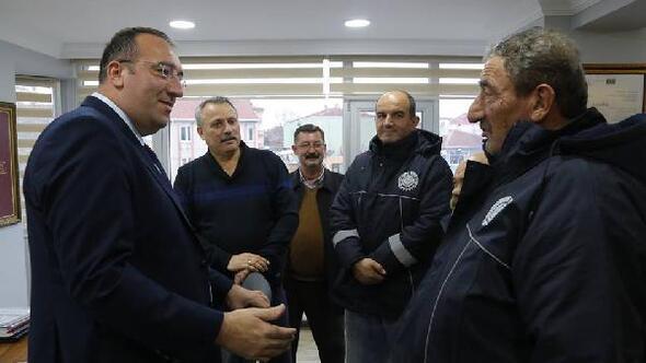 Ahmetbey Belediyesi'nde çalışanların maaşlarına yüzde 25 zam yapıldı
