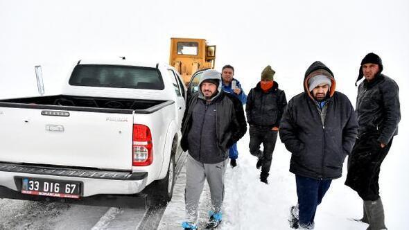 Toroslarda mahsur kalan 2 kişi, 9 saatlik operasyonla kurtarıldı