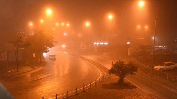 İzmirde etkili olan sis, sürücülere zor anlar yaşattı