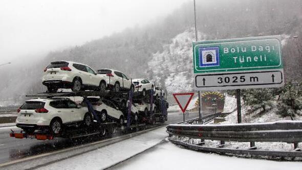 Bolu Dağında kar ve sis ulaşımı zorlaştırdı