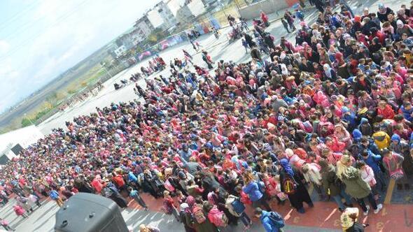 Türkiye'nin en kalabalık ilkokulundaki öğrenci sayısı 66 ilçeden fazla