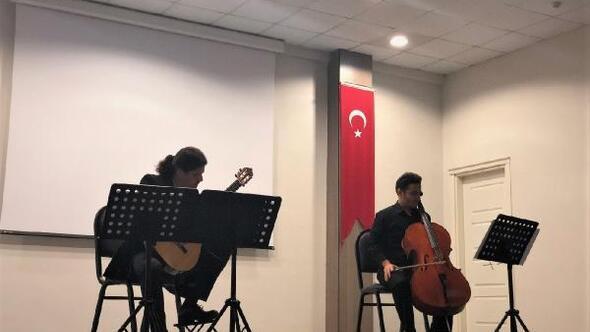 Trakya Üniversitesinde, Viyolonsel ve gitar duo konseri