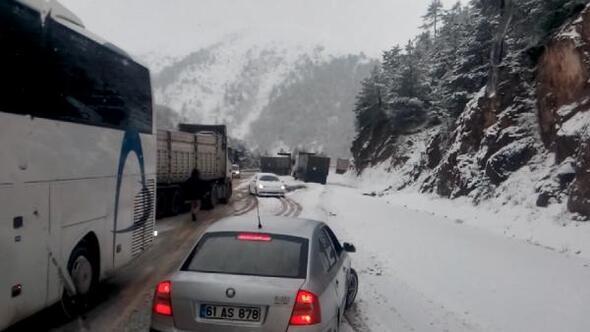 Doğu Karadenizde kar ulaşımı aksatıyor