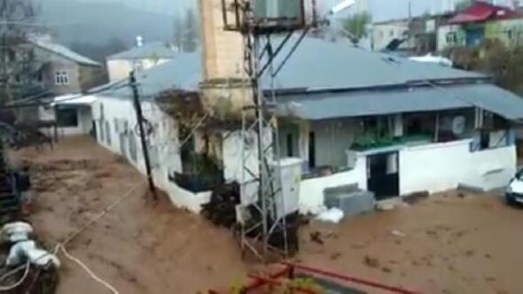 Adıyamanda yağmur su baskınlarına neden oldu