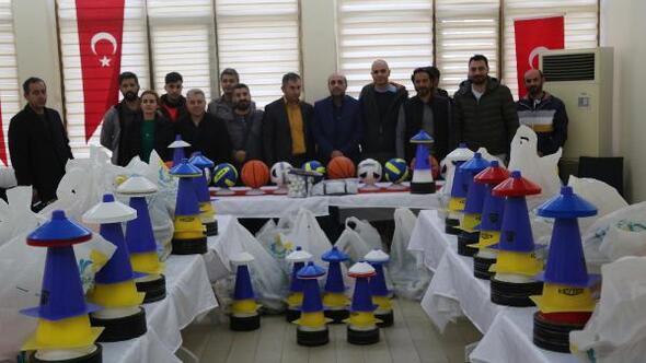 Haliliye Belediyesinden okullara spor malzemesi desteği