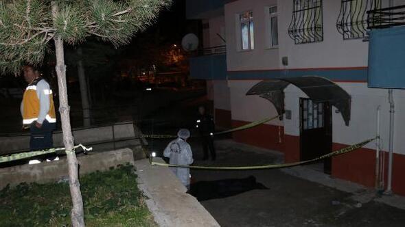 Beşinci kattan düşen yaşlı adam öldü