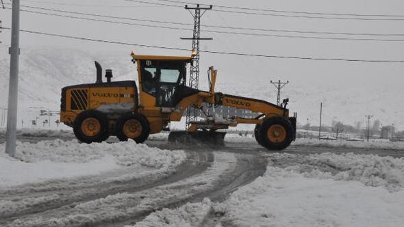 Bitlis'te 76 köy yolu kardan ulaşıma kapandı