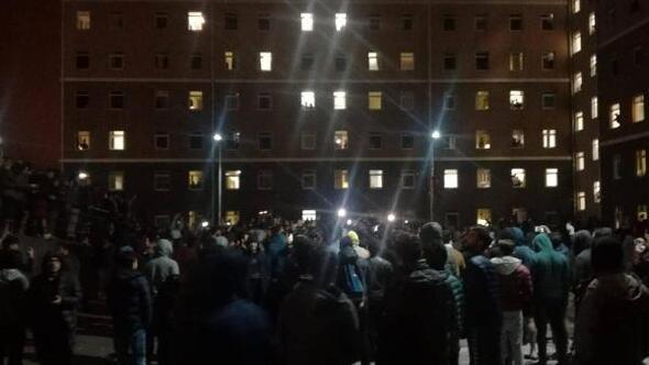 Yurt öğrencilerinden gece yarısı eylem