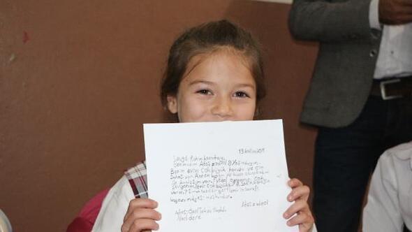 İzmirli öğrencilerden Silopili öğrencilere, kalem ve kitaplı mektup