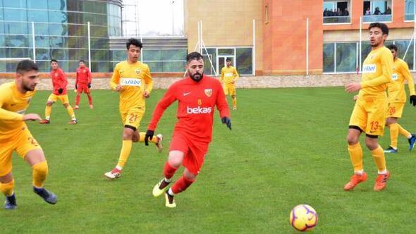 Kayserispor gençlerle Akhisarspor provası yaptı