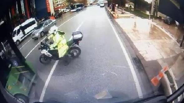 Valinin konvoyundaki polis motosikletine belediye otobüsü çarptı: 1 yaralı/ Ek fotoğraflar