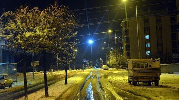 Kahramanmaraşta beklenen kar geldi (2)