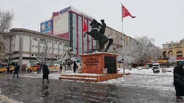 Kırşehire mevsimin ilk karı yağdı