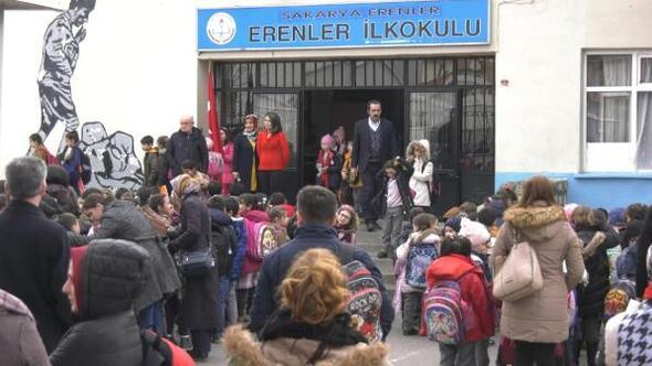 Okula misafir öğrenci kararına, velilerden tepki
