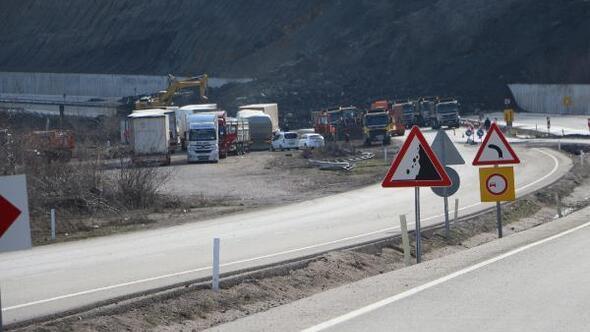 Tokatta heyelan nedeniyle karayolu kapandı (2)