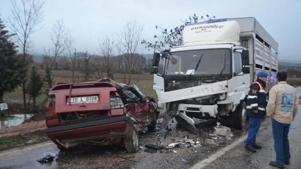 Kamyonlaçarpışanotomobilin sürücüsü öldü