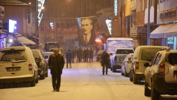 Posofta yoğun kar yağışı nedeniyle kurtuluş programı ertelendi