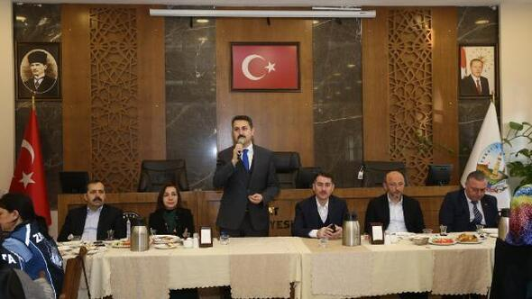 Başkan Eroğlu, kadın personel ile bir araya geldi