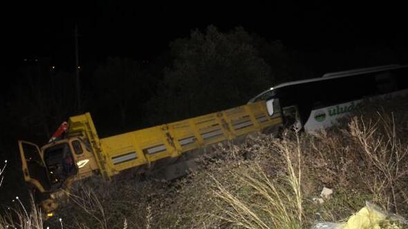 Gömeçte otobüs kamyona çarptı: 2 ölü, 7 yaralı