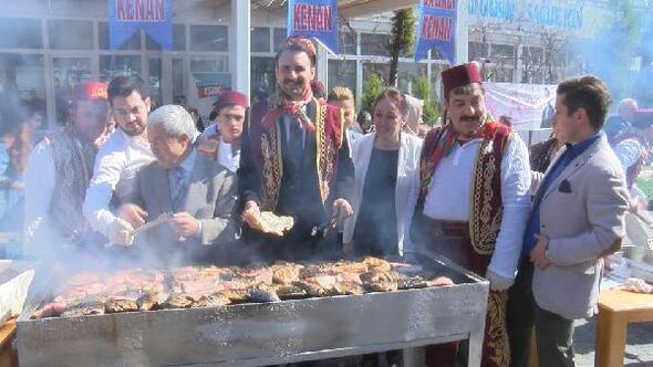 AK Parti Beylikdüzü Belediye Başkan Adayı Işık, kadınlara balık pişirip, dağıttı