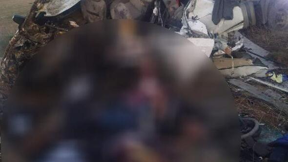 Kırşehirde TIR ile otomobil kafa kafaya çarpıştı: 3 ölü, 3 yaralı