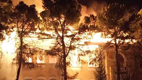 Tarihi okulda çıkan yangınla ilgili 2 gözaltı
