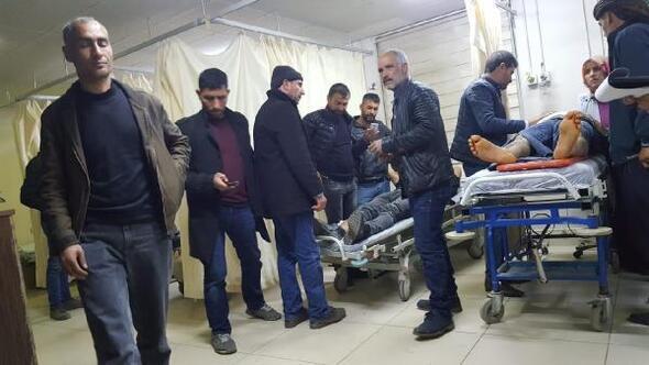 Diyarbakırda CHPlileri taşıyan minibüse, otomobil çarptı: 7 yaralı
