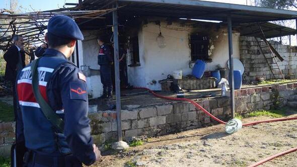 Evde çıkan yangında anne öldü, oğlu yaralandı