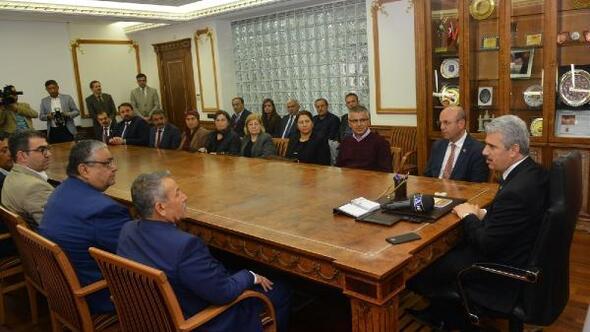 Başkan Ekicioğlu, ilk ziyaretini Vali Akın'a yaptı