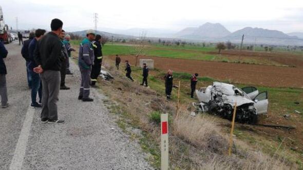TIR ile otomobil çarpıştı: 1i ağır 2 yaralı