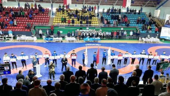 Türkiye Gençler Grekoromen Güreş Şampiyonası Sakaryada başladı