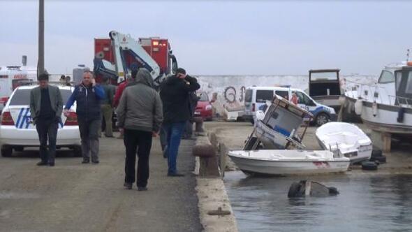 Silivride otomobil denize uçtu, sürücüyü sahildekiler kurtardı