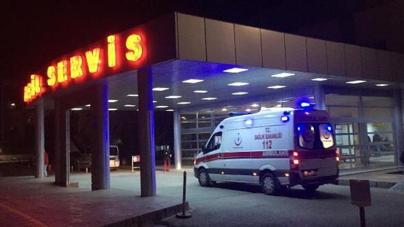 Arkadaşlarıyla sokakta top oynarken tabancayla vurulan çocuk ağır yaralandı