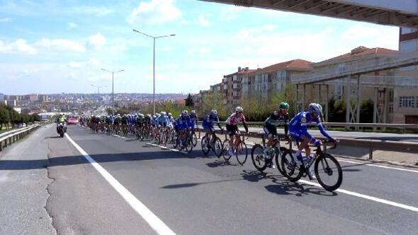 55. Cumhurbaşkanlığı Türkiye Bisiklet Turunda yarışan bisikletçiler Silivriden geçti