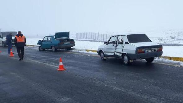 Karakoçanda otomobiller çapıştı: 3 yaralı