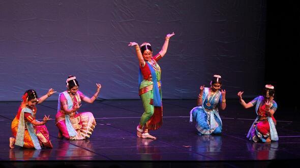 Hint bilge Tagore anısına dans gösterisi