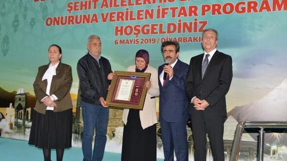 Diyarbakırda şehit ailesine Devlet Övünç Madalyası verildi